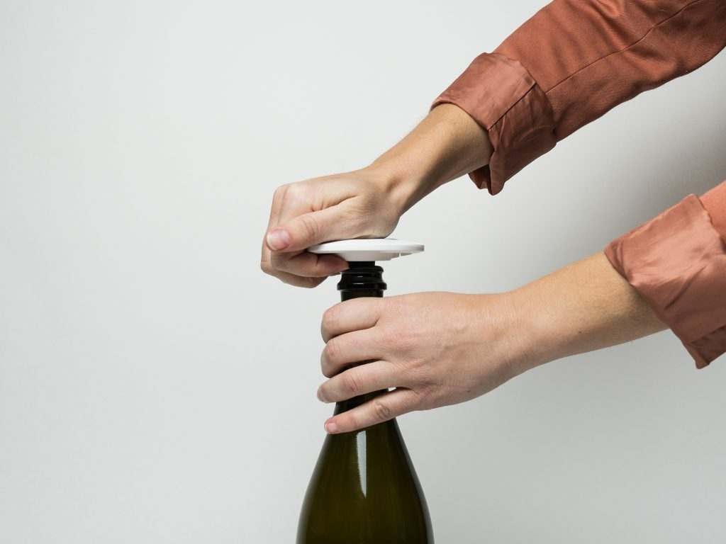 zzysh-champagne-how-to-apply-open-stopper